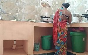 x videos village aunty at kitchen