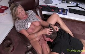 www.family sex with her mom.com